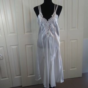 Dentelle White Satin Nightgown